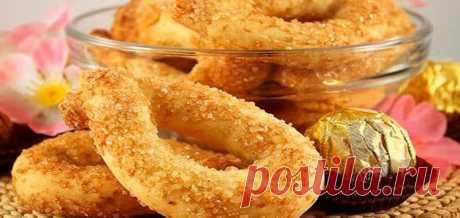 Итальянское печенье Торчетти    Печенье Торчетти — это сладкое печенье в форме бублика. Этому рецепту уже несколько столетий. Но до сих пор оно радует своим вкусом и детей, и взрослых. Ингредиенты  мука пшеничная — 250 г сахар — …