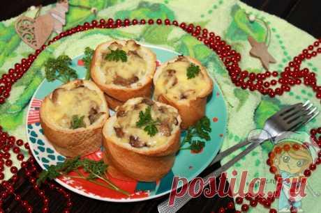 Грибные пеньки из багета, рецепт быстрой закуски с шампиньонами Готовим грибные пеньки - хрустящие корзинки из багета, наполненные до верха жареными грибами. Закуска запекается под соблазнительной сырной шапочкой.
