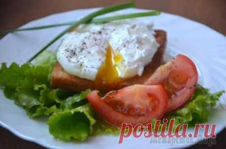 Яйца пашот (два способа приготовления) Предлагаю Вам два способа приготовления яиц пашот. Яйца пашот - это отварные яйца с нежным белком и с жидким желтком внутри, вот только варятся они без скорлупы. Приготовление яиц таким способом пришл...