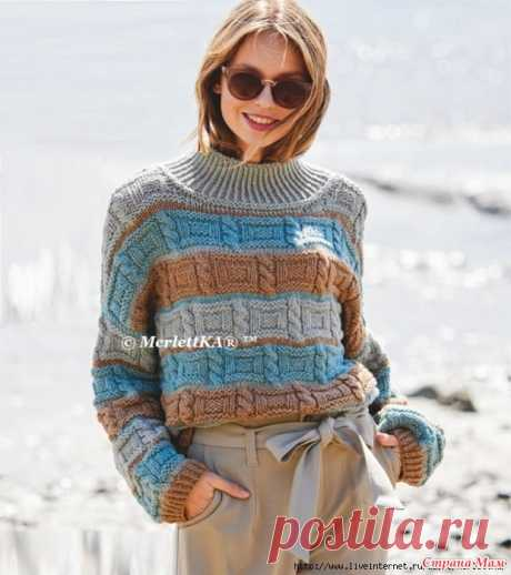 Джемпер в полоску с воротником-стойкой Универсальная, непринужденная и совершенно нескучная мода НА КАЖДЫЙ ДЕНЬ выглядит особенно стильно в мятных и песочных тонах.