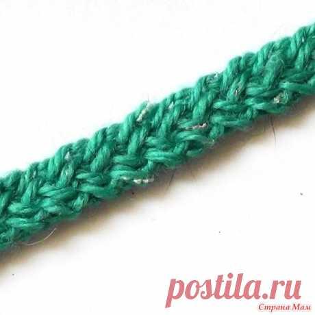 Плоский шнур. Видео МК Плоский шнур можно связать не только из пряжи изделия и использовать для отделки. Выполненный из толстой пряжи или веревки такой шнур станет поясом, браслетом или ручкой для сумки.