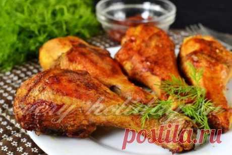 Las gallináceas del pie en el horno con la corteza corrujiente, la receta de la foto