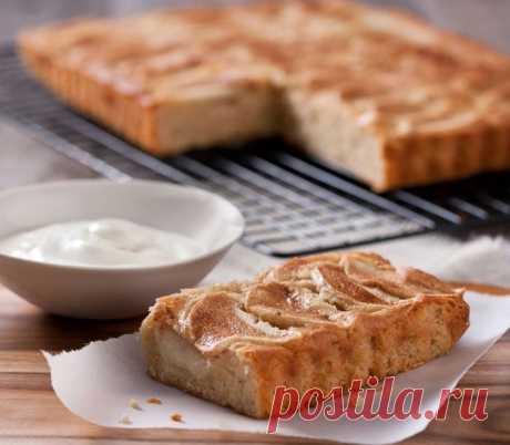 Легкий заливной яблочный пирог с йогуртом
