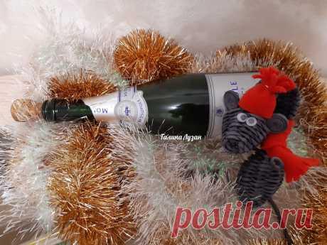 Мышка на шампанское из газетных трубочек