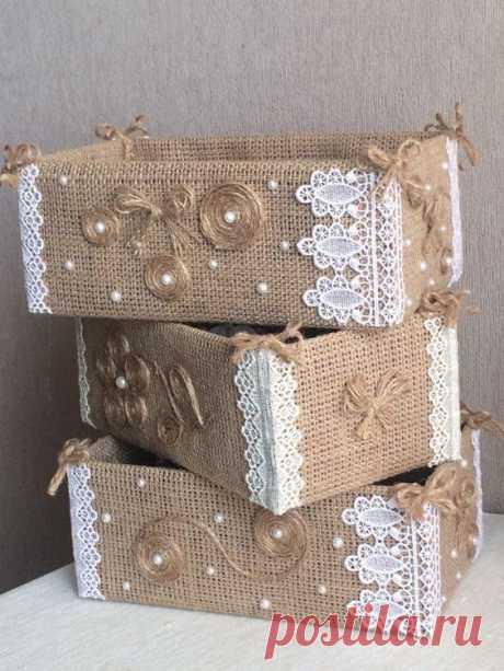 Идеи декоративных ящиков для хранения мелочей Рукодельницы знают, что всевозможные мелочи для творчества, такие как нити с иголками разных размеров, пряжа, ткань, лоскутки и прочее, необходимо где-то хранить. Хорошо, когда есть свой уголок для ру...