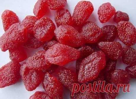 В сезон клубники всегда делаю цукаты из нее: вкусно, полезно и долго сохраняются
