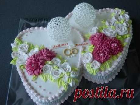 """свадебный торт""""2 сердца"""" , украшен кремом.Розы и хризантемы из крема"""
