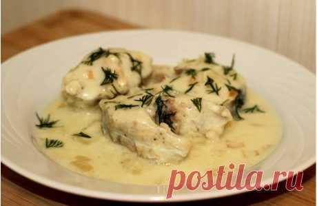 Минтай со сметаной и чесноком на сковороде. Рыба получается нежная и сочная | Самые вкусные кулинарные рецепты
