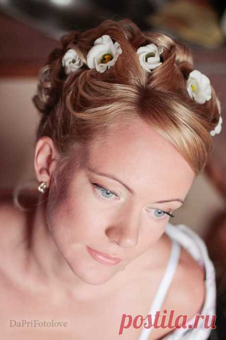 Свадебные прически и макияж, эксклюзивные образы, творческий подход, стилизация. Дорогие невесты - заходите, мне есть чем Вас удивить! Все работы выполненные До и После https://www.svadbastyle.ru/photo/svadebnye_vechernie_p.. выполнены без репетиций. Дорогие девочки, я не делаю репетиций, я работаю на интуиции. Ибо я рисую Вас уже в день свадьбы. Я художник в душе и в профессии. Одно полотно два раза не повторить. Всегда хочется что-то доработать, изменить, переделать.
