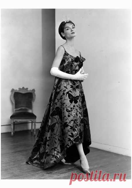 Model in Arnold Scaasi 1958
