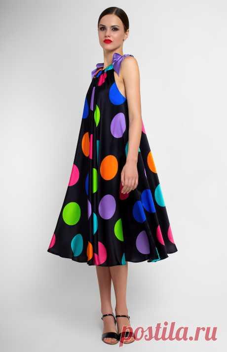 Weaghan Платье из натурального тонкого шёлка. Завязывающиеся шёлковые банты на плечах. Без карманов и без подкладки. На фото: модель ростом 170 см, размер S.