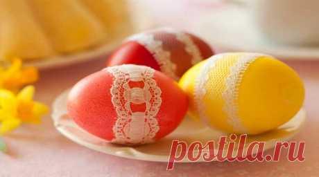 Как красить яйца на Пасху в домашних условиях просто и красиво Как сделать крашенки - несколько простых и оригинальных способов окраски яиц к Пасхе с помощью луковой шелухи, красок, куркумы, свеклы. Способы декупажа.