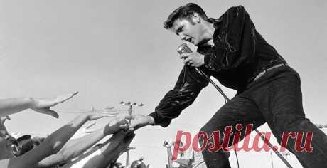 """""""...Да и вся Америка до конца не поверила, что Король умер. Он мог растолстеть, утратить дар, потерять голос, но умереть — никогда"""" В этот день 1977 года умер Элвис Пресли. Нелегко поверить, но великий Элвис, известный своевольными причудами, всю жизнь был несвободен, и тремя главными властителями его жизни были мама, пилюли и полковник Паркер. Если власть первых двух хозяев более или менее объяснима, то на третьем стоит остановиться подробней."""
