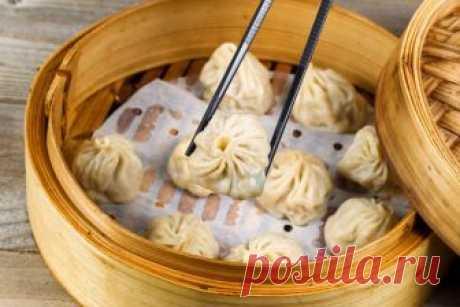 Сяо лун бао: шанхайские пельмени на пару      Китайская кухня славится на весь мир уткой по-пекински, черепаховым супом, столетними яйцами и пельменями. Название последних, впрочем, как и способ приготовления и начинка, могут меняться. В раз…