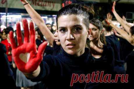 «По всему миру происходит настоящий геноцид» Тысячи женщин из-за карантина оказались заперты с тиранами. Их жизнь превратилась в кошмар