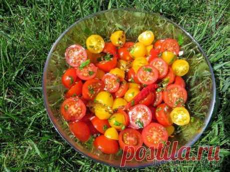 Быстрые маринованные помидоры в итальянском стиле Отличная закуска из свежих помидоров! Не заменима на пикниках или обеденным столом к мясу. Рецепт простой, готовится все быстро! Берите на заметку этот рецепт, уверен вам понравится!Лучше всего взят...