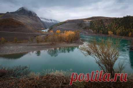 Горный Алтай, недалеко от места слияния рек Катуни и Чуи. Автор фото – Александр Кукринов: nat-geo.ru/photo/user/208171/