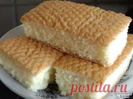 Нежнейший десерт - сербский кох Это национальное сербское блюдо, которое там готовят чуть ли не каждое воскресенье. Ингредиенты: Сахарный песок - 6 ст. ложек без верха(для теста)+3ст.ложки без верха(в молоко) Крупа манная - 4 ст.ложки с верхом Мука высшего сорта - 4 ст.ложки(так же с горочкой) Яйцо куриное - 6 штук Ванилин - 1 грамм Разрыхлитель - полпакетика Молоко - 0.5 л Приготовление: Отделить белки от желтков. Взбить белки в крепкую пену. Продолжая взбивать, понемногу добавлять сахар. Так…
