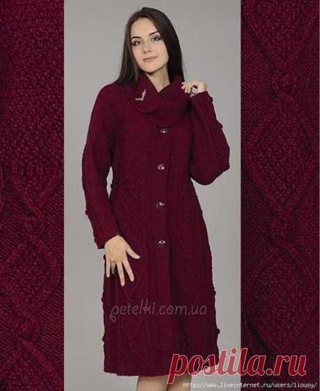 Красивое пальто рельефными узорами с интересным воротником