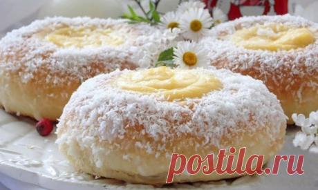 Замечательный рецепт булочек с заварным кремом Хочу вам предложить замечательный рецепт вкуснейших булочек с заварным кремом.