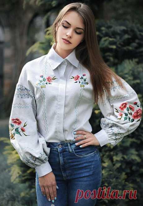 Фото-Идеи - красивая вышивка на одежде мужчин и женщин Самая красивая вышивка на одежде – на джинсовых шортах, платье, куртке, рубашке, блузе, джинсе - фото-идеи. Такую восхитительную вышивку на одежде можно сделать как своими руками, так и купить уже готовую любую вещь с подобной вышивкой, или же сделать заказ пошива. Вышивка разная и крестиком и лентами, и гладью прекрасно смотрится на любой одежде, будь это шорты или брюки, рубашка или блуза, юбка, куртка или джинсовый...
