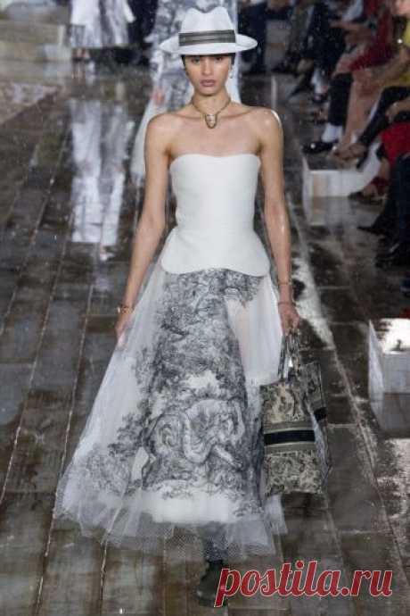 Christian Dior, Spring-summer 2019\/Resort \/ FASHION WEEK: Paris\u000aPart II\u000a\u000a#подиум