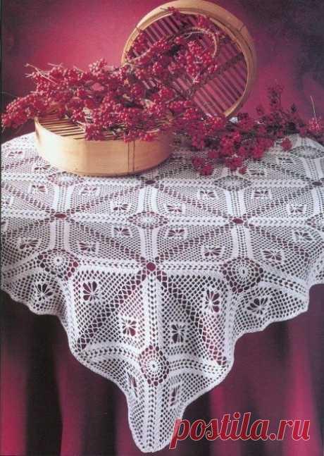 Красивая ажурная скатерть