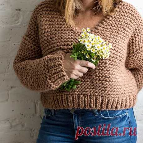 Knit a cozy cropped sweater for the cooler weather. This is must-have, easy knit pattern, worked up in a simple garter stitch. @flaxandtwine  Pattern: Sugar Bush Knit Copper Cropper Pullover (new on Yarnspirations.com!) Yarn: Sugar Bush Chill  #sweaterweather #fallsweater #sweaterseason #cozysweater #knitting #igknits #knittersofig #knitstagram #knitlove #sugarbushchill #sugarbush #sugarbushyarns #yarnspirations