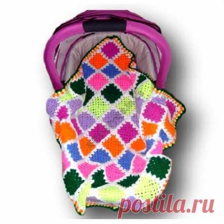 Детский плед в коляску или переноску Вязала на подарок детский плед. Я была уверена что яркие цвета квадратов будут поднимать настроение. А еще, притягивая взгляд плед будет переключать внимание и защищать малыша от случайного сглаза. Вязаным теплым пледом можно укрыть ребенка и на прогулке в коляске или переноске, или дома в кроватке. Можно накрыть столик для пеленания . рукоделие, рукоделие,вязание,дети,вязание для детей,детский плед,бабушкин квадрат,вяжут не только бабу...