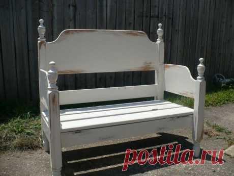 Муж хотел купить новую скамью во двор, но я решила сделать из спинок кровати