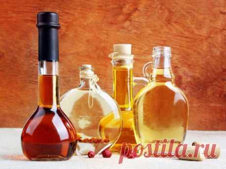 Домашнее вино из шиповника    Это вино содержит все витамины шиповника, обладает приятным вкусом, ароматом и пользой - выводит песок из почек.Сухой шиповник раздробить в ступке и засыпать в бутыль (банку) из расчета 2 стакана н…