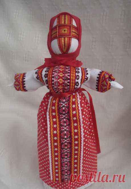 La Muñeca-motanka hecha por las manos, lleva en él la carga grande oberezhnoy de la energía. El potencial básico mágico contiene en la persona de la muñeca. La cruz sirve a la barrera cualquier mal.