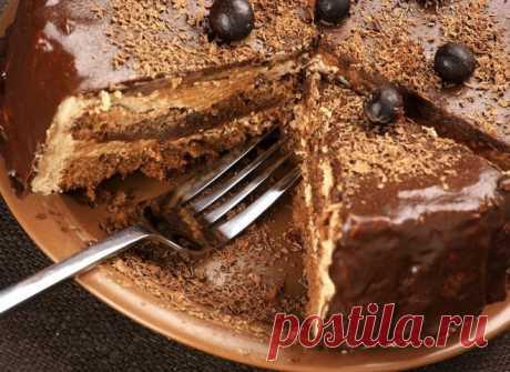 Пражский торт – рецепт популярного чешского лакомства  Пражский торт - рецепт этого смуглого кондитерского чешского лакомства имеет множество вариаций.  Для приготовления коржей вам понадобится:  разъемная форма для выпечки диаметром 23-25 см, бумага для выпекания, 2 стакана муки, 1 стакан сахара, 200 г сметаны 20% жирности, 100 г сгущенного молока с сахаром, 4 ст. ложки какао-порошка, 2 яйца, 1 ч. ложка разрыхлителя, соль.  Для крема понадобится:  200 г сливочного масла, ...