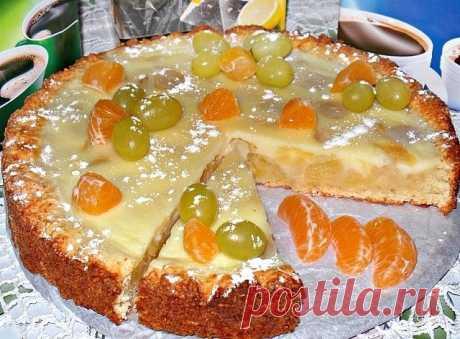 Заливной творожный пирог с яблоками и виноградом Ингредиенты: Ингредиенты для теста:  100 г холодного сливочного масла; 100 г сахара; 200 г муки; 140 г творога; 1 ч. л. разрыхлителя; Яйцо 1 шт. щепотка соли. Для начинки: