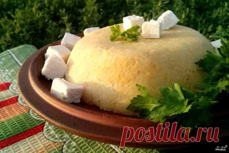 Мамалыга.  источник Лучшие рецепты Повара      Мамалыга. Перед вами рецепт, как приготовить мамалыгу классическую. Для мамалыги следует брать кукурузную муку мелкого помола. Её предварительно нужно хорошо просу…