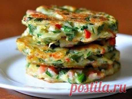 Очень вкусные Драники с овощами - У нас так Драники с овощами Ингредиенты: Картофель 4-5 шт Лук -1 шт Морковь -1 шт Перец — 1 шт Загрузка... Зелень — пучок Яйца — 2 шт Мука — 3-4...