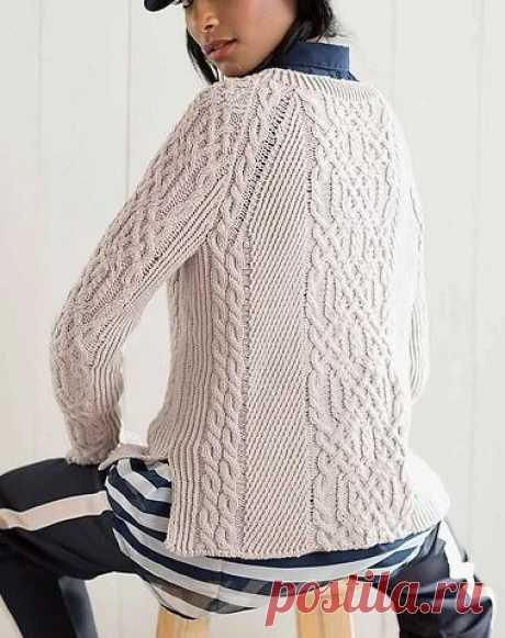 Вязаный спицами пуловер Yarmouth от Mary Anne Benedetto  Размеры пуловера: в окр.груди - 95 (107) 118 (126) 135 см.  Для вязания пуловера спицами вам потребуется:  600 (700) 800 (850) 900 г. пряжи Stacy Charles Fine Yarns BioMerino (100% органическая мериносовая шерсть, 110 м/50 г.); круговые спицы 4 мм с тросиком 40 и 80 см; круговые спицы 4,5 мм с тросиком 80 см; маркеры петель; доп. спица; крючок 4 мм; кусок нити для временного набора; держатель петель; трикотажная игла...