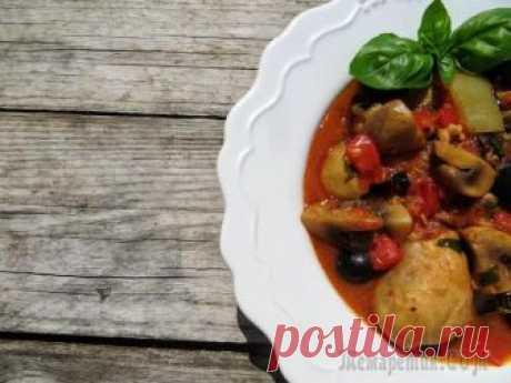 Обалденный ужин! Хозяйка отдыхает, пока мультиварка (или муж) работает Отличный рецепт для мультиварки! Вообще техника облегчает и улучшает жизнь, тем более на кухне! Курочку готовим в итальянском стиле (почти каччиаторе), мясо нежное, овощи вообще волшебно приготовились...