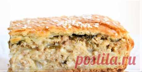 Пирог из слоеного теста — самая быстрая выпечка в духовке, применяя которую не нежно делать тесто. В рецепте используется готовое слоеное тесто, которое может быть дрожжевым или бездрожжевым.