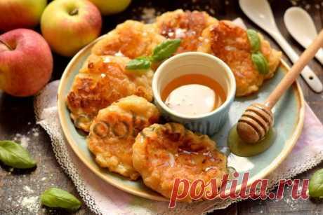Яблочные драники – бесподобно вкусные, а готовятся за считанные минуты, часто делаю их детям на завтрак
