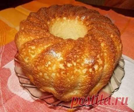 MANNIK 1стакан de la crema agria (se puede el kéfir) 0,5ч las cucharas de la sosa, 3 huevos, 1 st del azúcar, 1 st manki. Mezclo todo por la corola y cuezo en el horno bien calentado. Muchos manku inundan de anticipo, para el hinchamiento, no hago esto, se hinchará perfectamente en el horno. ¡ Qué aproveche!