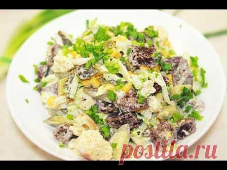 Салат с сухариками и кукурузой  =хлеб, 100 грамм соленые огурцы, 3 штук кукуруза консервированная, 70 грамм капуста, 120 грамм чеснок, 1,5 зубч. майонез, 70 грамм зеленый лук, по вкусу соль, по вкусу перец, по вкусу специи, по вкусу растительное масло, 20 мл