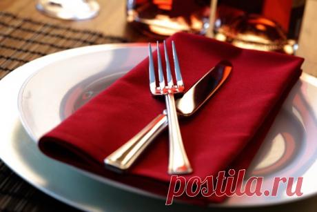 О чем расскажут привычки человека за столом?