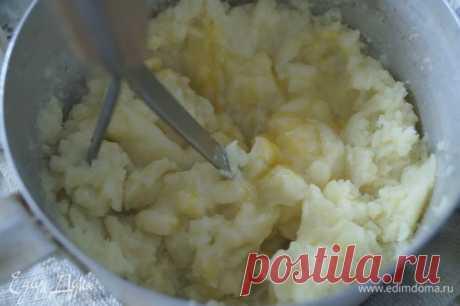 Ленивые картофельные вареники с соусом из шампиньонов. Ингредиенты: картофель, соль, яйца куриные | Официальный сайт кулинарных рецептов Юлии Высоцкой
