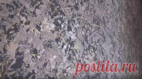 Эффект декоративной штукатурки с помощью целлофана Покраска стен – это простой и недорогой способ обновить обстановку в комнате. Такое покрытие легко мыть, оно не выцветает, а также представляет большой