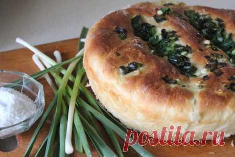 Чесночный хлеб к томатному супу или борщу