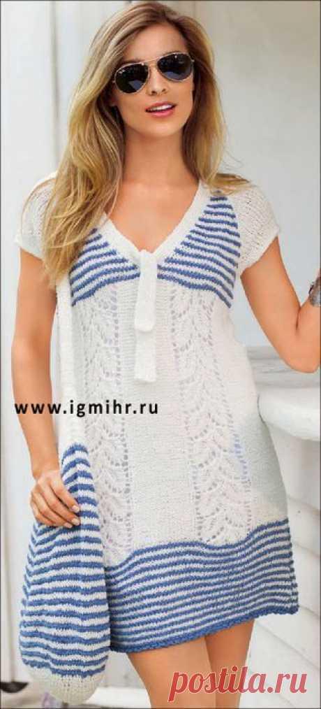 Бело-синее платье с полосами из узора с листьями и сумка в полоску. Спицы и Крючок.