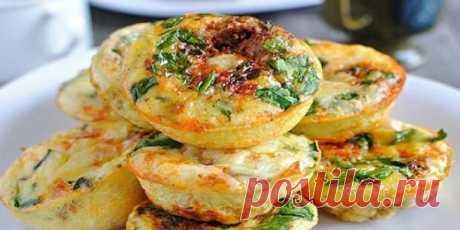 Vkusnyatina en 15 minutos. El plato incomparable, que receta serán mendigados por todas las amigas \u000d\u000aLos ingredientes\u000d\u000a— El requesón 200 g - el queso Firme 50 g - el Tomate 1 piezas — el Pimiento 1 piezas — la Verdura por gusto - el Huevo 2 piezas — la Sal por gusto - el tormento De trigo 2 art. de l.\u000d\u000a La receta de la preparación\u000d\u000aCorten es menudo el pimiento y p …