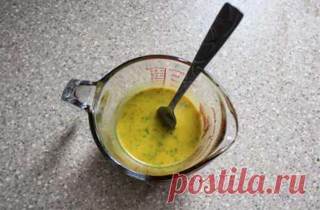 Французская заправка: самый вкусный соус в мире 1/4 чашки кислоты (уксус или сок цитрусовых) 1/2 чашки масла 2 ч.л. дижонской горчицы, томатной пасты или майонеза