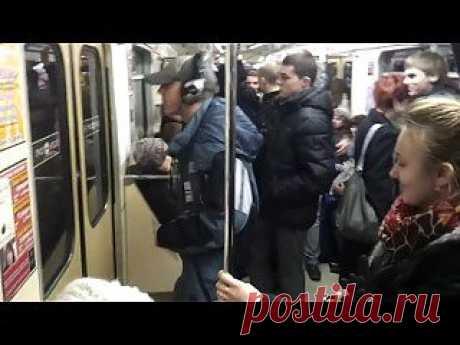 Eminem в московском метро. Смотреть видео - Prikoly.us